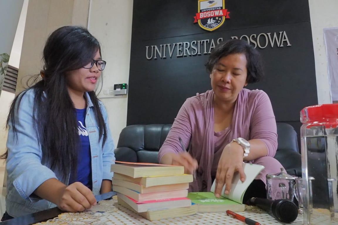 Dua Penulis Novel Best Seller Berikan Motivasi di Unibos