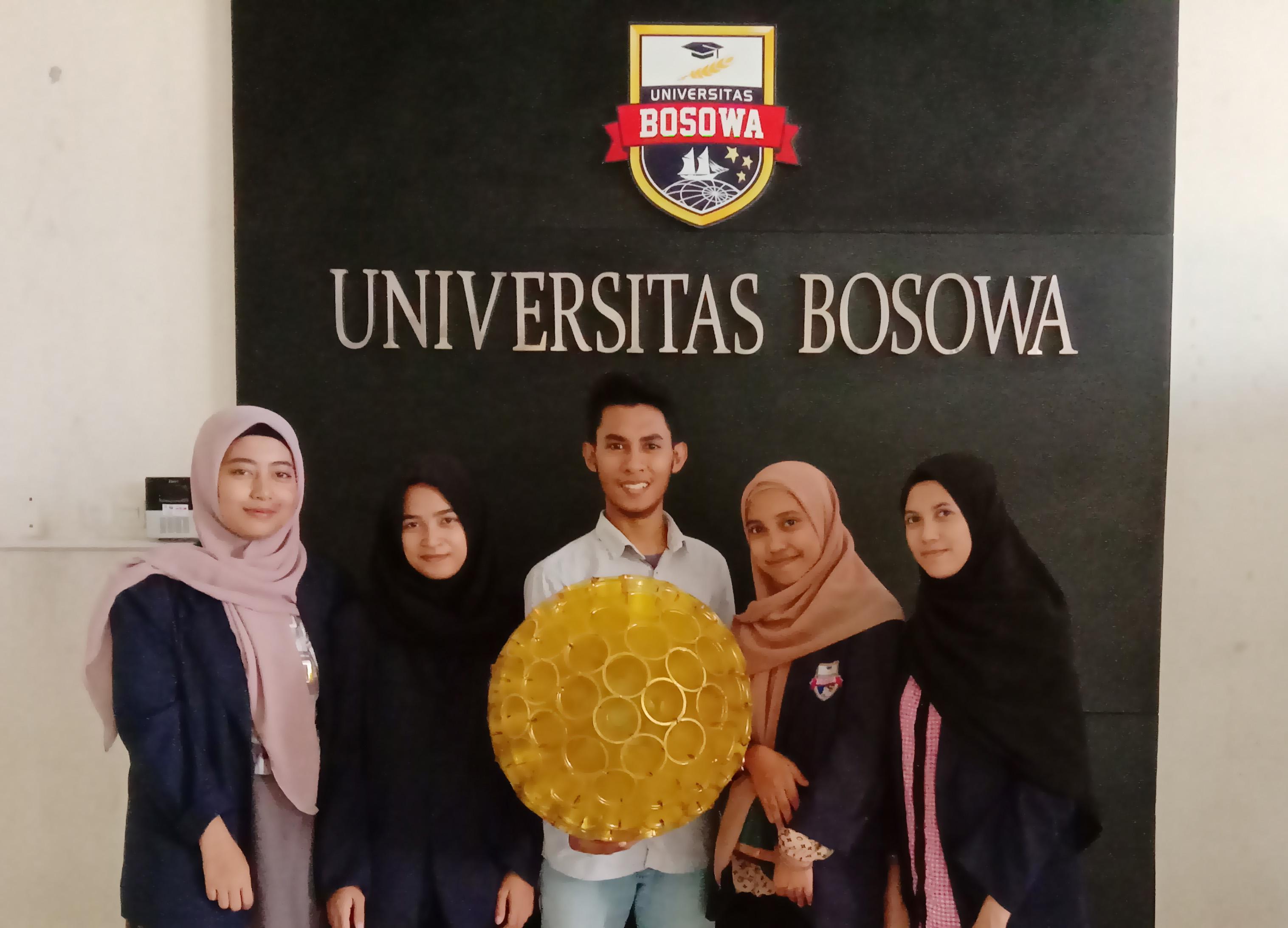 Mahasiswa Unibos Sulap Sampah Gelas Plastik Jadi Lampion