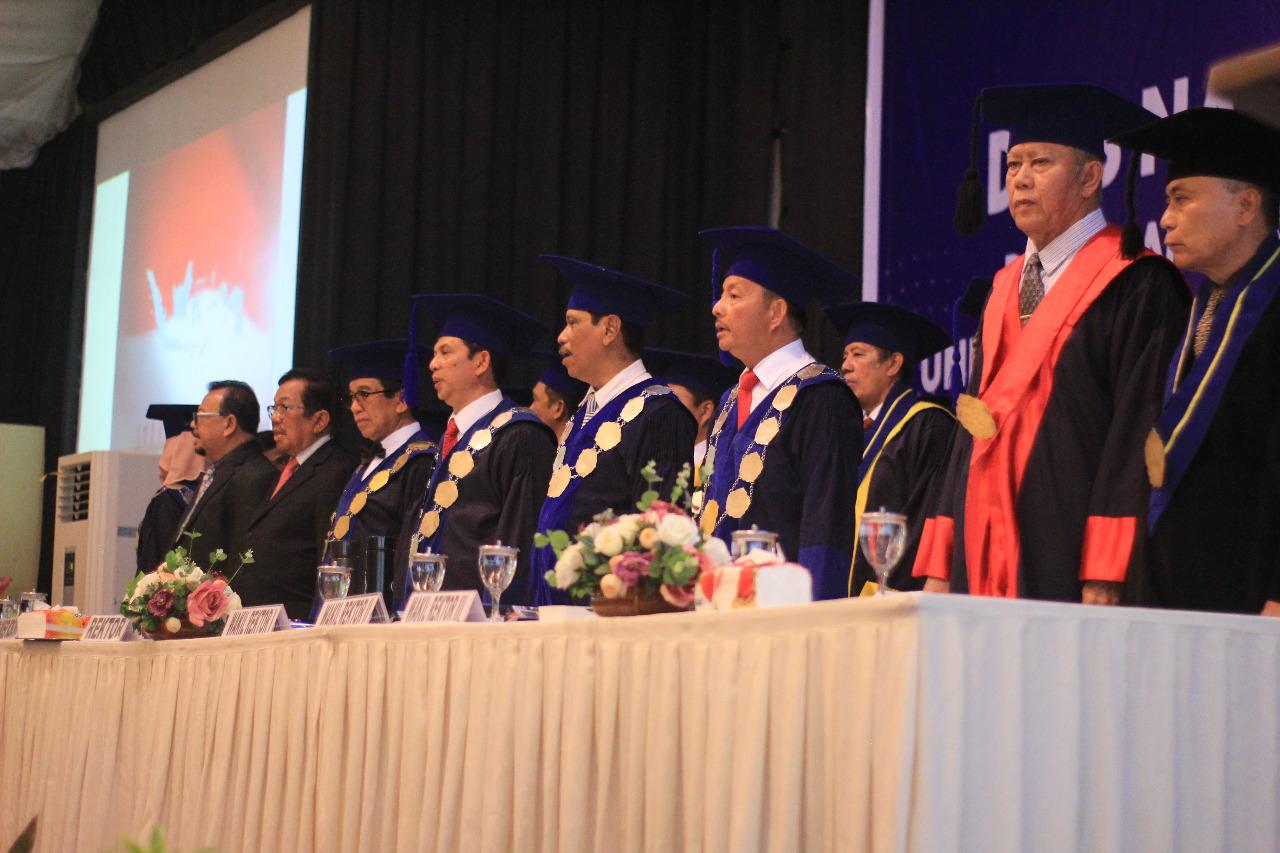 Rektor Unibos Kukuhkan 556 Wisudawan dan Satu Guru Besar