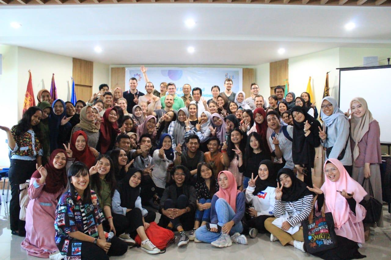 HI Unibos Terima Kunjungan Study Tour Mahasiswa Swiss